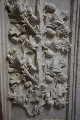 Wells Vissar, Acorn relief